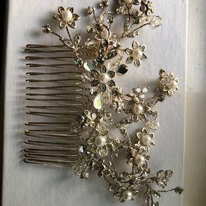 Nordstrom Accessories - Bridal Hair Comb 💍 Unique